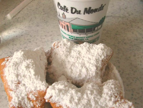 where to eat in new orleans: cafe du monde