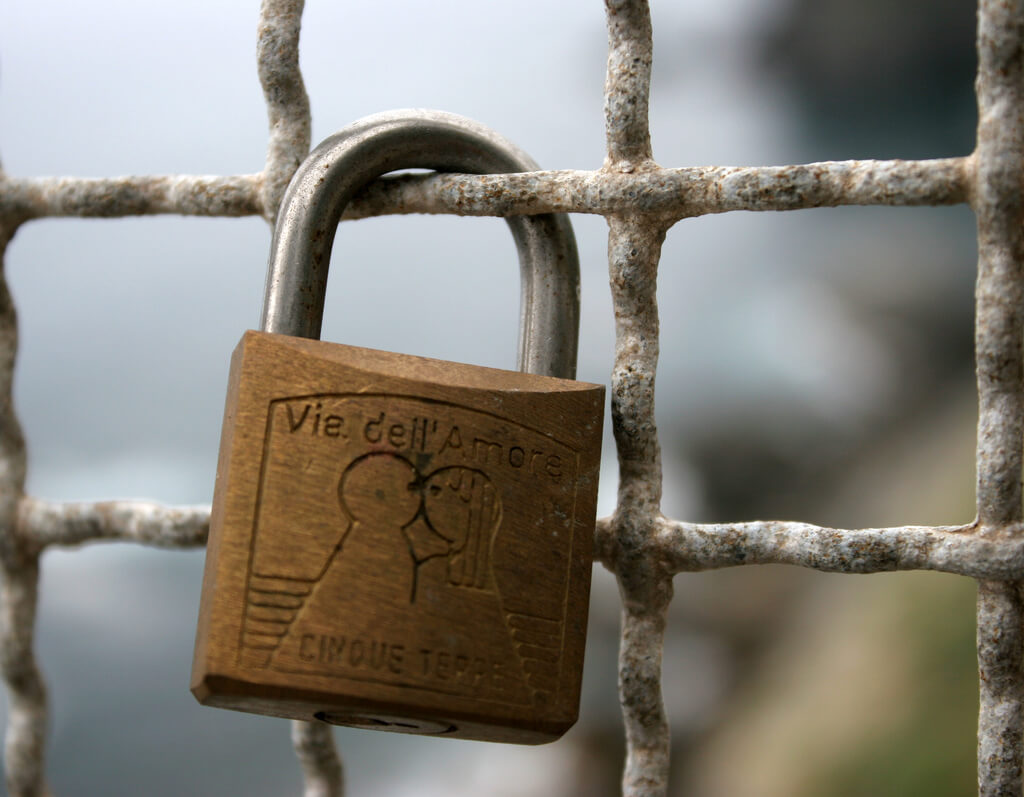 photo essay love padlocks and love locks cinque terre lock