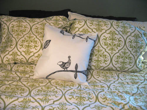 pillow final No Sew Simple: Home Décor Projects for People Afraid of Needle and Thread