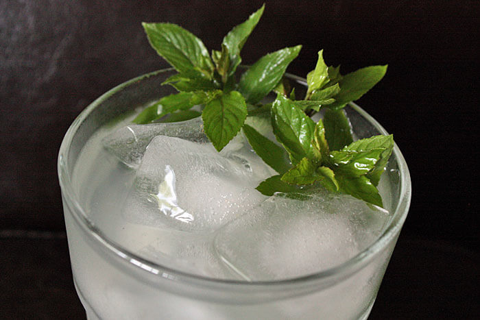 Mint GT Mint Condition Cocktail Favorites: Brighten Up Classic Cocktail Recipes with Fresh Mint for a Summer Sensation
