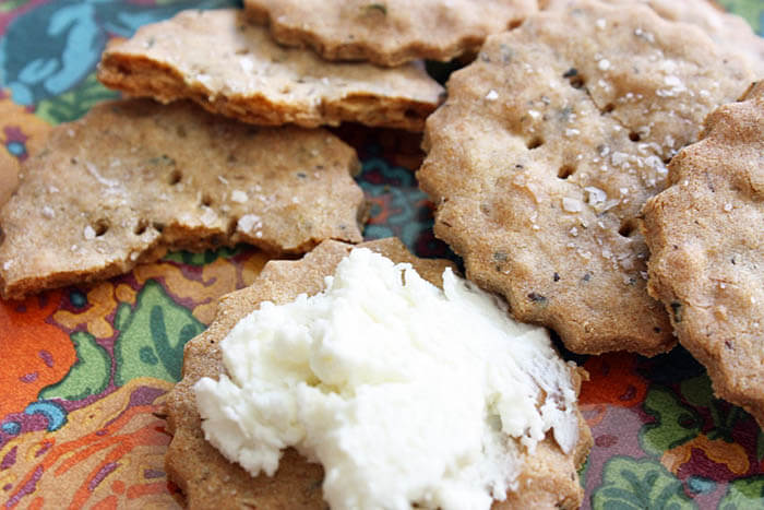3 Crispy, Crunchy, and DeliciousGluten-Free Crackers for Your Next Cocktail Bash